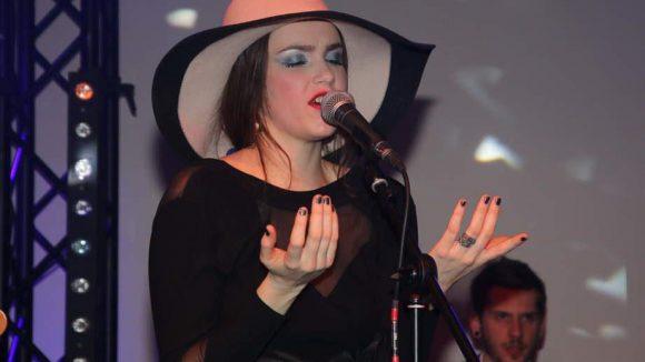 Für musikalische Unterhaltung an dem Abend sorgte Sängerin Sofia Portanet.