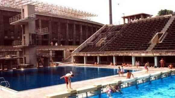 Plantschen vor historischer Kulisse: Das Sommerbad im Olympiastadion gehört zu den meistbesuchten Bädern Berlins. Doch wie lange noch?