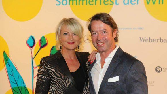 Bei den beiden wurde schon deutlicher gelächelt: Moderatorin Ulla Kock am Brink mit Freund Peter Fissenewert.