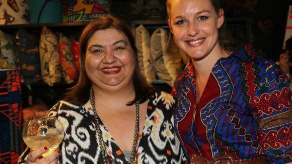 Zwei kleinere Events gab es auch noch. So wurde bei Rianna + Nina mit den beiden Chefinnen Rianna Nektaria Kounou (links) und Nina Kuhn auf den Sommer angestoßen.
