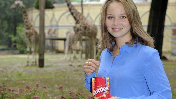 Für ein Fan-Treffen von Skittles und dem TV-Sender joiz waren wir mit Schauspielerin Sonja Gerhardt erst im Berliner Zoo, dann im Bikini Berlin unterwegs.