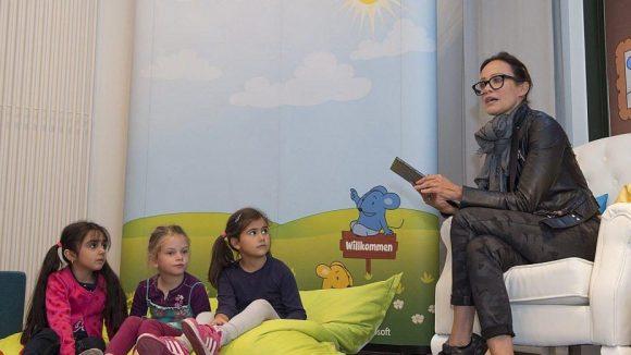 Sonja Kirchberger las nach eigenem Bekunden zum ersten Mal von einem Tablet vor.