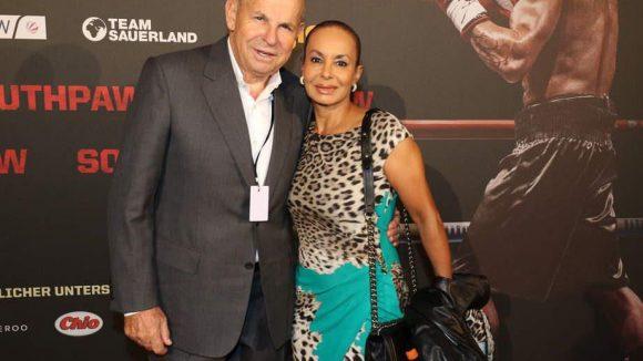 """Auch Box-Promoter Wilfried Sauerland war mit Ehefrau Jochi bei der """"Southpaw""""-Premiere."""
