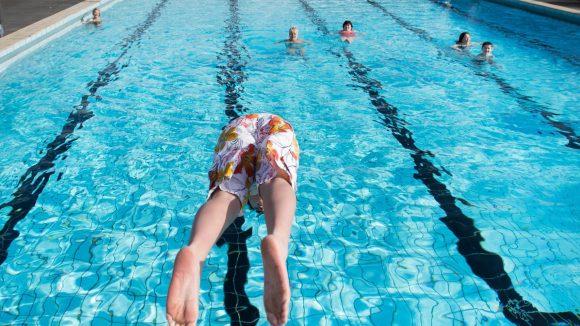 Solch Schwimmvergnügen gehört in Bildern festgehalten.