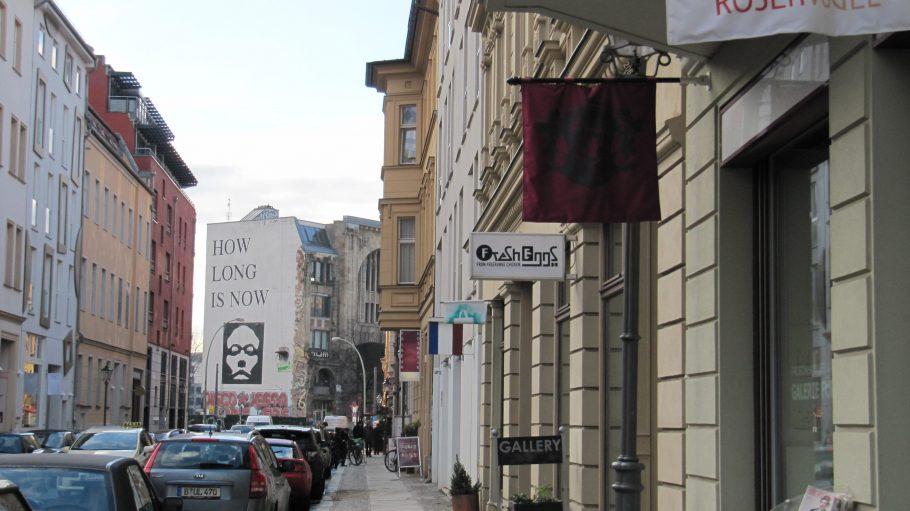 Die Auguststraße mit Blick auf das ehemalige Tacheles.