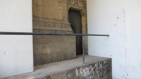 Noch besser wäre es, das hässliche Gerüst am Kirchenbau selbst würde bald verschwinden.