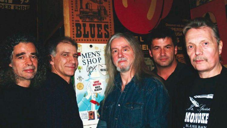 """Die Bluesrock-Band """"Monokel"""" war DDR-Kult. Noch fast 40 Jahre nach ihrer Gründung stehen die Gründungsmitglieder Bernd Buchholz und Jörg Schütze mit befreundeten Musikern als """"Speiches Monokel"""" auf der Bühne."""