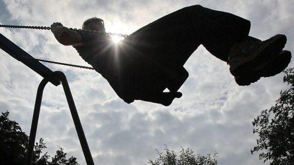 Rechtzeitig zum Sommer werden in Karow die Spielplätze von Freiwilligen gereinigt.