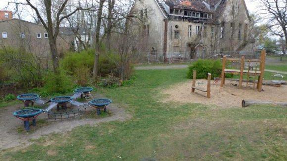 Der Spielplatz im Uferpark Grünau ist einer der schöneren Spielplätze in Berlin.