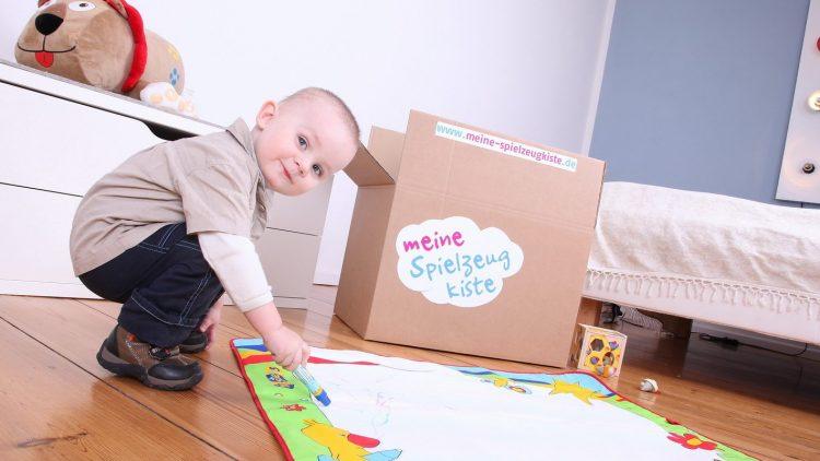 Die Kleinen und das Spielzeug: Zwei Wochen lang gefällt's, dann wird's langweilig? Perfekt - für das Spielwaren-Mieten.