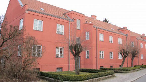 Brav in Reih und Glied stehen die Häuschen in der Lichtenberger Splanemann-Siedlung.