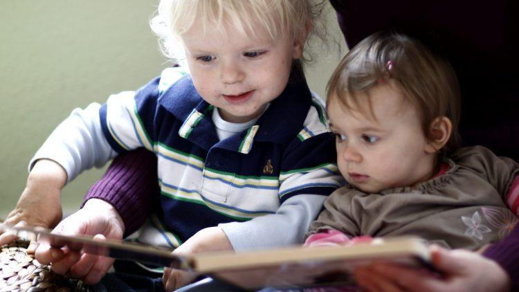"""Das Projekt """"Erste Schritte"""" unterstützt Kinder und Mütter bei der Sprachförderung."""