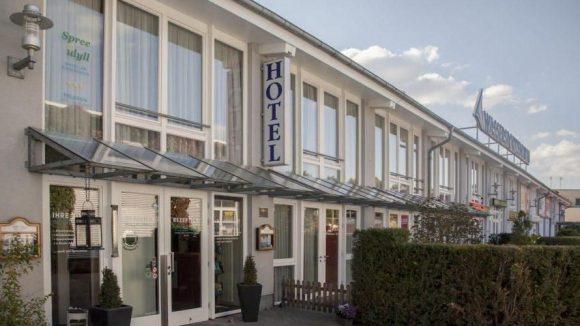 Das 3-Sterne Hotel Spree-idyll liegt idyllisch an der Müggelspree.