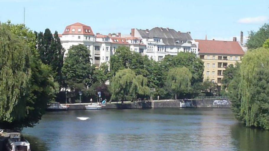 Ausblick auf die Spree von der Hansabrücke.