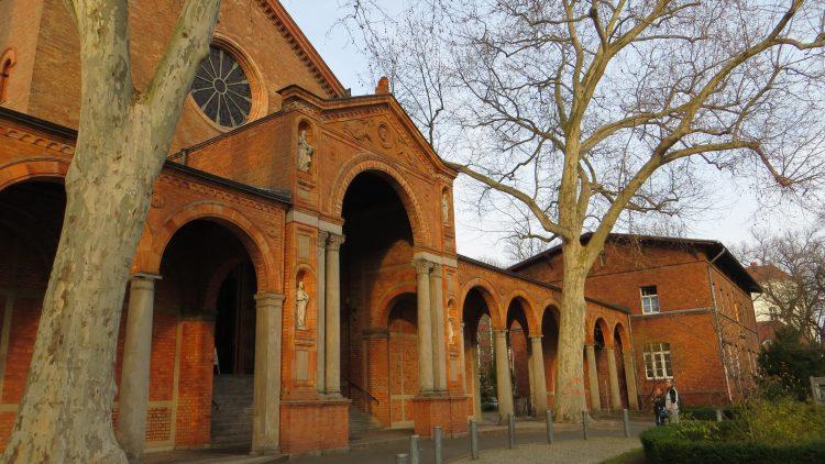 In der St. Johannis Kirche spielen bald große Musiker für kleines Geld.