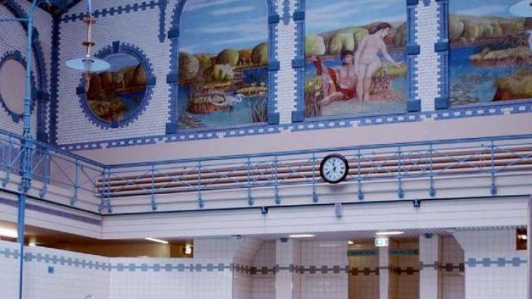 """Stilvoll baden. Die 1898 eröffnete """"Alte Halle"""" in Charlottenburg wurde liebevoll restauriert und 2009 wieder eröffnet."""
