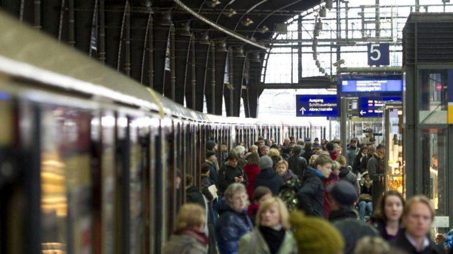 In der S-Bahn wirds jetzt noch voller. Zumindest auf der Stadtbahn. In die müssen jetzt nämlich auch noch die Pendler passen, die sonst mit dem Regio fahren.