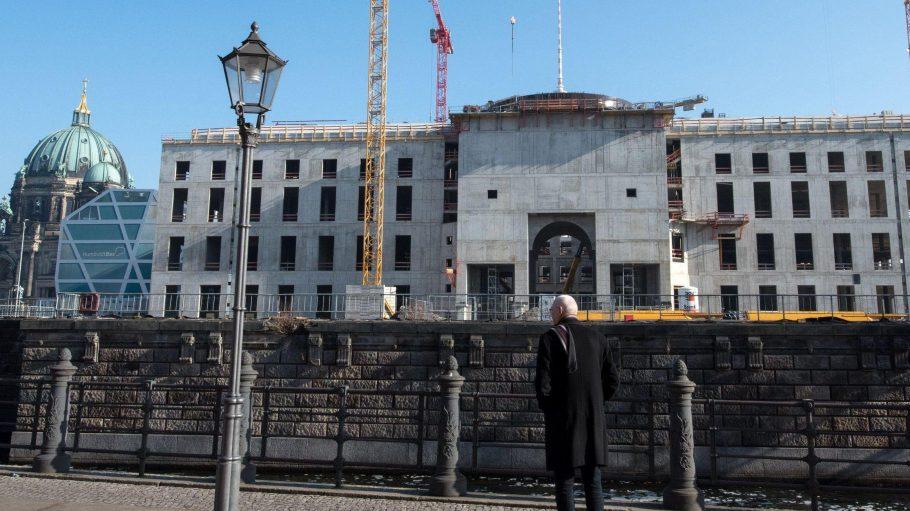 Der Regierende Bürgermeister Michael Müller (SPD) will im Stadtschloss Berliner Geschichte präsentieren.
