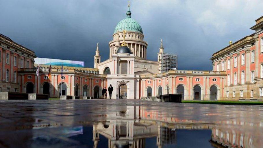 Spitzenplatz. Kaum eröffnet, hat die historische Innenstadt mit dem wiederaufgebauten Potsdamer Schloss die anderen Sehenswürdigkeiten aus der preußischen Geschichte, darunter auch das Schloss Sanssouci, in der Gunst der Besucher abgehängt.