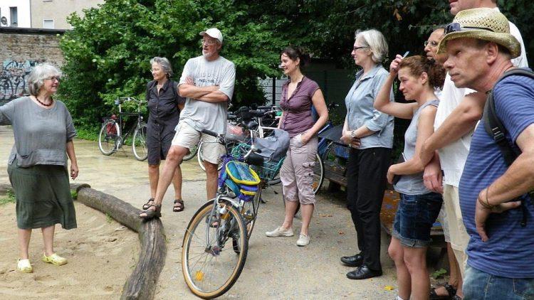 Beim Stadtwandeln sind die Teilnehmer auf dem Rad unterwegs und lernen innovative umweltfreundliche Projekte kennen.
