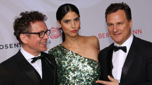 Stardesigner Guido Maria Kretschmer (r.) mit seinem Mann Frank Mutters und Muse Zoe Helali.