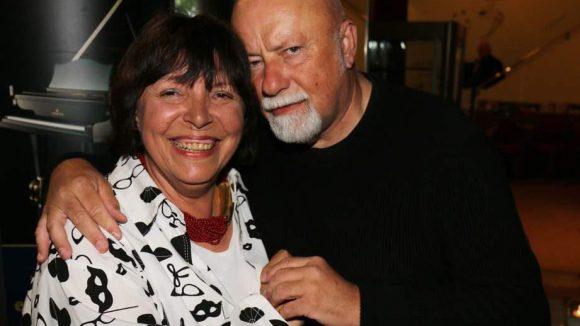 ... Schwulen-Aktivist Gerhard Hoffmann mit Christa Amend ...