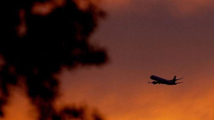 Der Fluglärm noch spät abends startender Maschinen ist mehr als nur Einbildung. Doch wie eine Schädigung nachweisen?