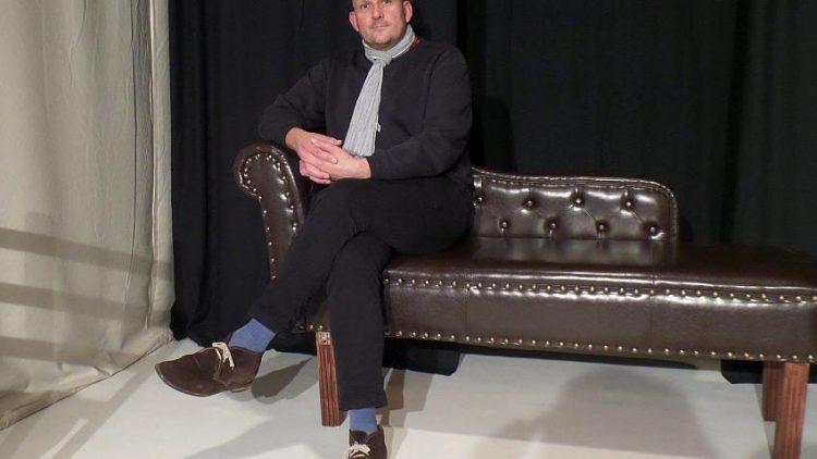 Stefan Kleinert, Schauspieler und Regisseur des Stücks über Jörg Berger, auf der Bühne des Theaters im Palais.
