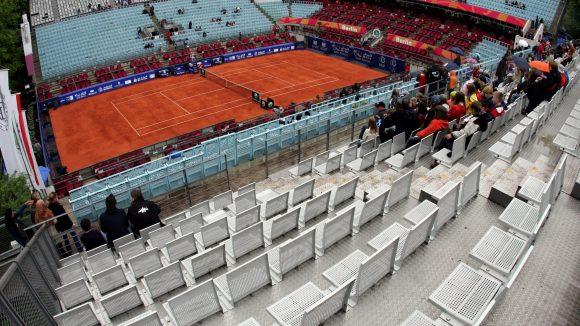 Schlagabtausch im Steffi-Graf-Stadion: Die erste Etappe des 24-Stunden Marathons zu Matthias Lilienthals Abschied startete auf dem Tennisplatz.