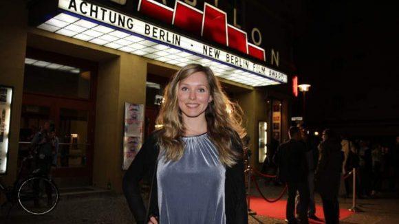 """Der Film """"Nora"""" von Curtis Burz feierte am Samstag ebenfalls Premiere im Babylon. Hauptdarstellerin Stephanie Krogmann verkörpert darin eine Polizistin, die nicht über den verhängnisvollen Tod eines jungen Mädchens hinwegkommt."""