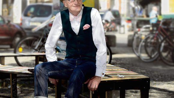 Stets sehr elegant gekleidet ist Günther Anton Krabbenhöft in Kreuzberg unterwegs. Sein Style hat ihn berühmt gemacht.