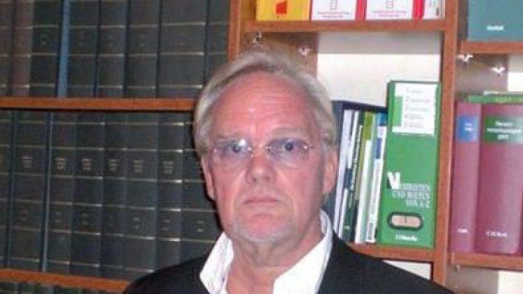 Steuerberater Kristian H. Grimm hat sich auf die ganzheitliche Beratung kleiner und mittelständischer Unternehmen spezialisiert.