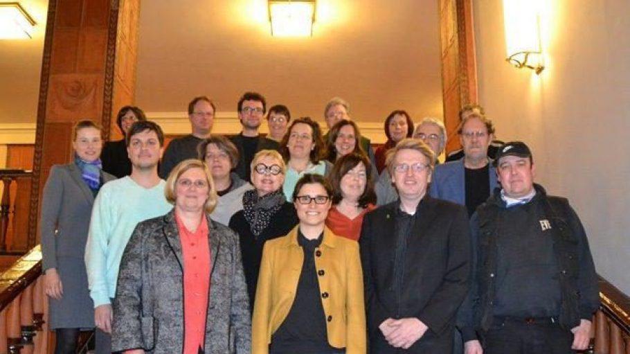 TeilnehmerInnen der Steuerungsrunde mit Bezirksbürgermeisterin Angelika Schöttler (untere Reihe links).