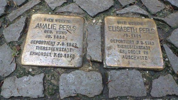 Amalie war die Mutter, Elisabeth die älteste Schwester von Fritz Perls, dem Mitbegründer der Gestalttherapie.