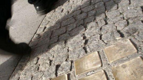 Fast 17 Jahre existieren die Stolpersteine nun schon in Berlin. Jetzt gibt es sie auch im Internet.