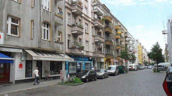 Typischer Straßenzug in der Nähe der Müllerstraße.