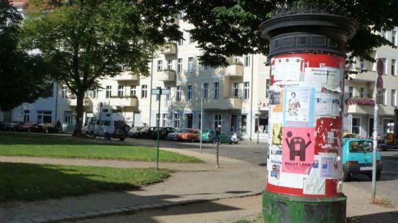 Typisch Berlin: Gekrönte Litfaßsäulen als Werbe- und Kommunikationsträger.