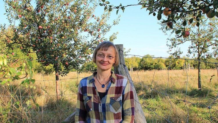 Diplom-Biologin Beate Kitzmann von der Naturschutzstation Malchow hat sich auf alte Obstsorten spezialisiert.