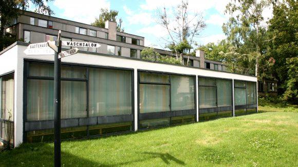 Das Studentendorf Schlachtensee ist mit Waschsalon, Computerraum, Fahrradverleih und Fitnessraum ausgestattet - und bei Studierenden nach wie vor heiß begehrt.
