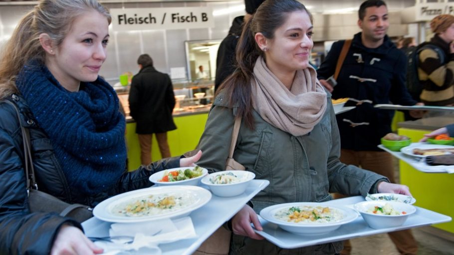 In Berliner und Potsdamer Mensen gilt ab sofort: Gleicher Preis für alle Studenten.