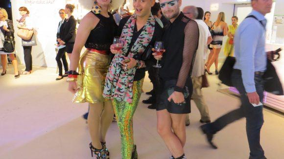 Stoeckels neongrüne Hose zu grünen Schuhen mit Leo-Print wollen wir euch natürlich nicht vorenthalten.