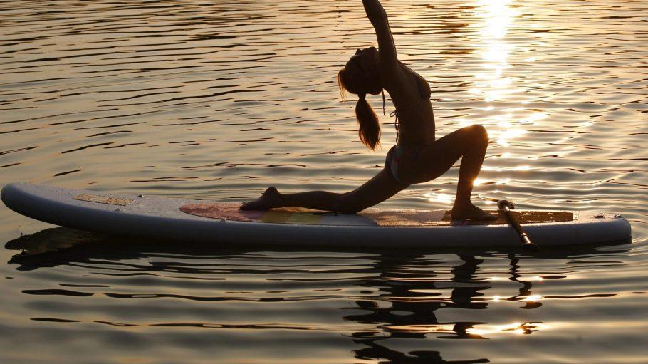 Beim SUP Yoga wird die Matte gegen das Brett getauscht.