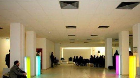 Die großen Räume des ehemaligen Supermarkts bieten auch Platz für größere Veranstaltungen.