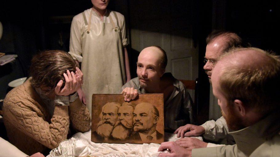 """In """"Lenin"""" blickt Regisseur Milo Rau auf die folgenreichste Revolution der Menschheitsgeschichte zurück."""
