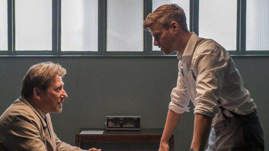 "Ralph Gassmann (r.) als Inspektor James Barnes in Rosamunde Pilchers ""Liebe, Diebe, Diamanten""."