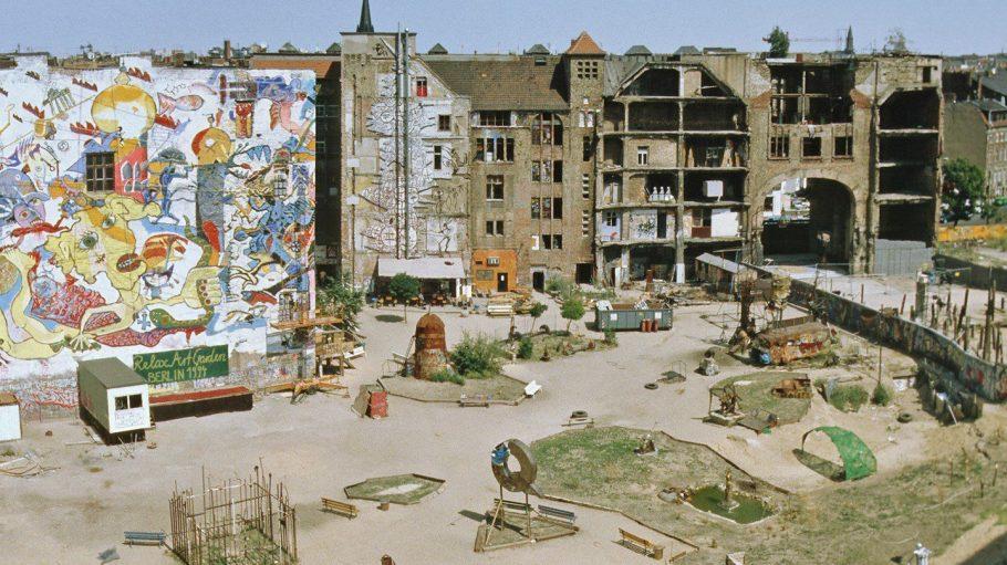 Stefan Schilling war dabei, als das Tacheles noch die Kultstätte in Mitte war. Seine Fotos zeigt die Ausstellung Tacheles 27.