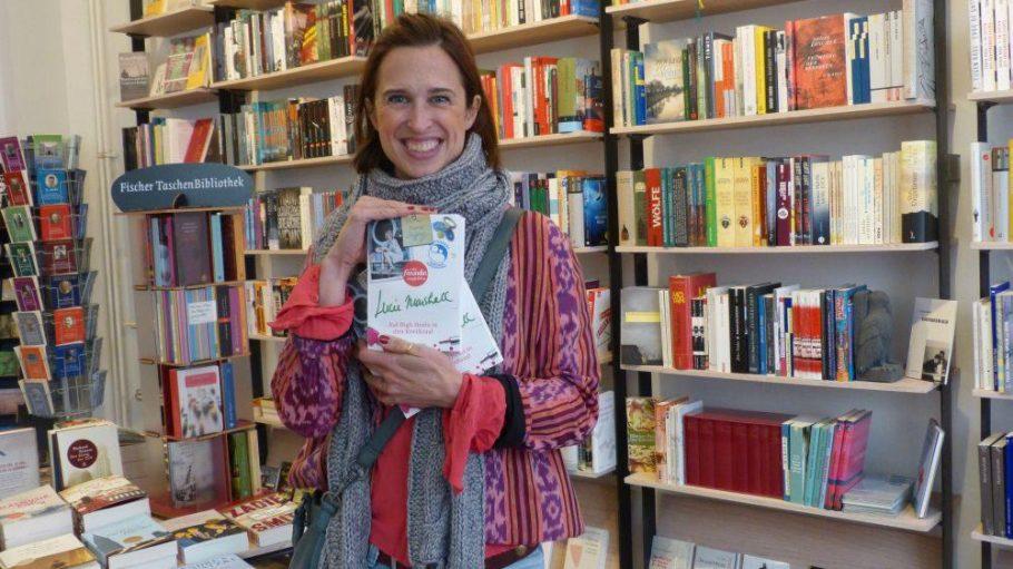"""Tanya Neufeldt alias Lucie Marshall liest am 30. September aus ihrem Buch """"Auf High Heels in den Kreißsaal"""". Mehr Bilder? Klick' dich durch!"""