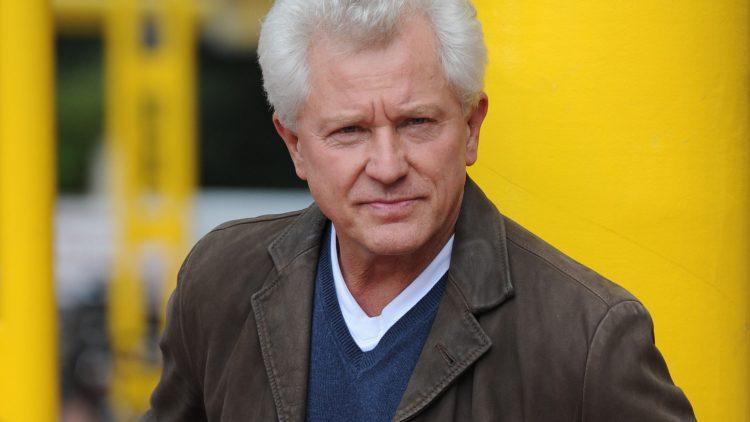 Tatort-Kommissar Miroslav Nemec ist einer der lesenden Gäste im Savoy.