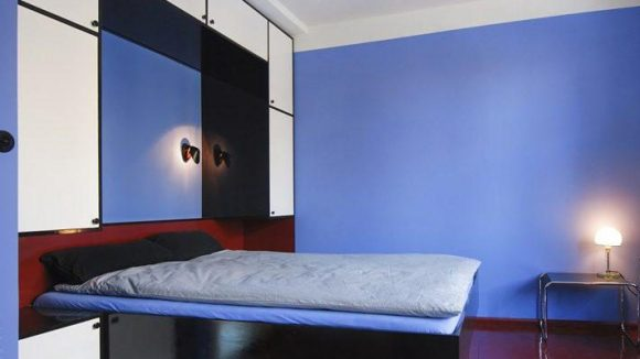 Diese Wohnung wurde mit viel Liebe und Aufwand in einen originalähnlichen Zustand restauriert.