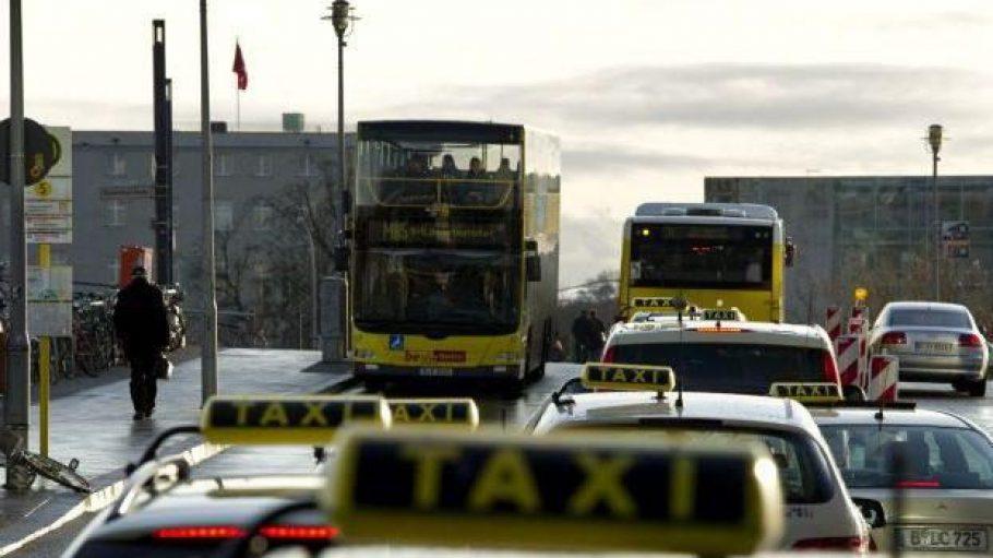 Nicht alle Berliner Taxifahrer halten sich an alle Verkehrsregeln. Ein tödlicher Unfall lieferte am Ostermontag die Bestätigung.